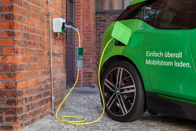 Ubitricity electric-car charging cord